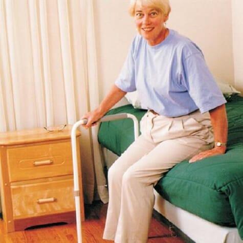 Barre d'appui pour lit