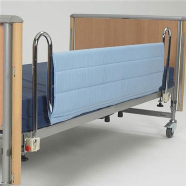 Couverture de protection pour barrière de lit