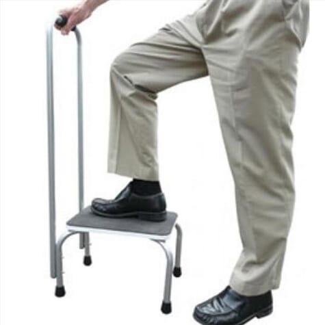 Marche pied avec barre d'appui